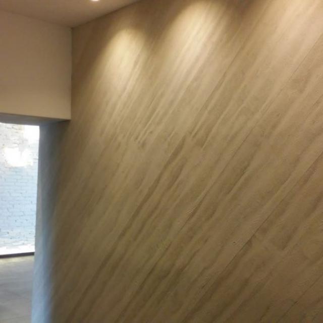 commerciale Simonetta Ravizza con pareti in microcemento