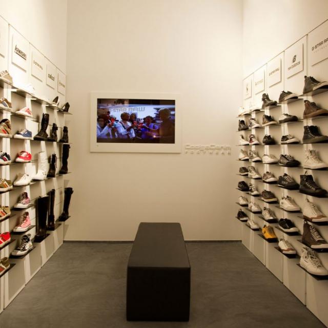 commerciale di abbigliamento scarpe