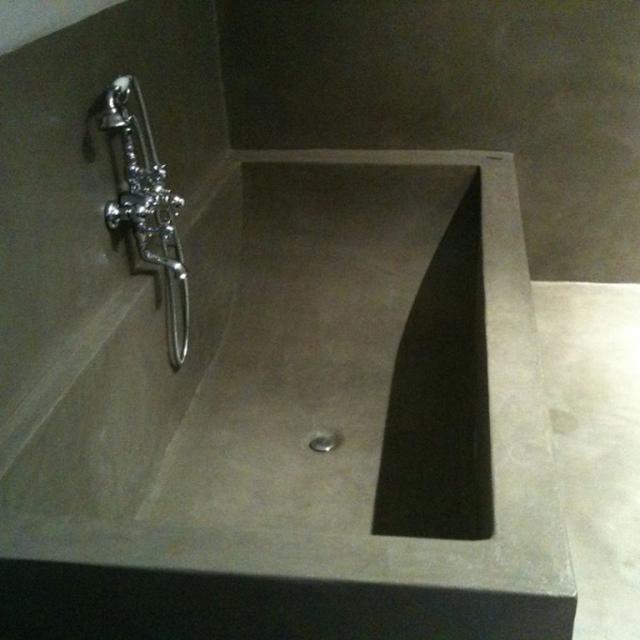 Bagno con base in microcemento