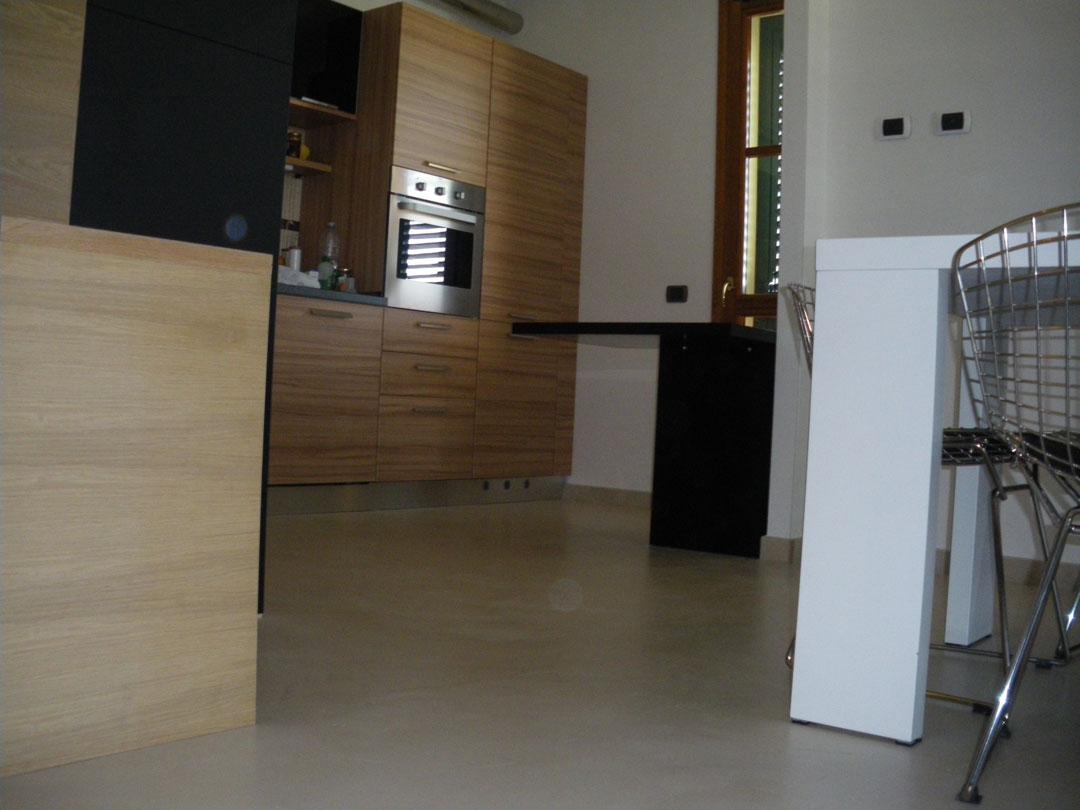 Pavimento in microcemento per cucina