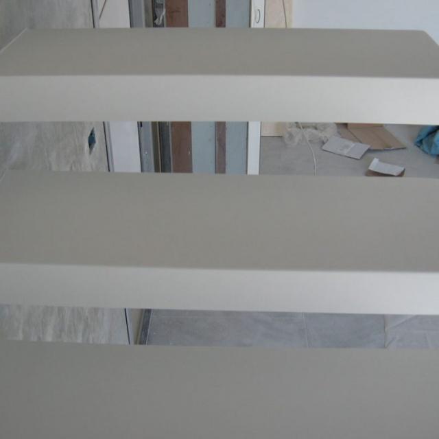 Scala in microcemento bianca