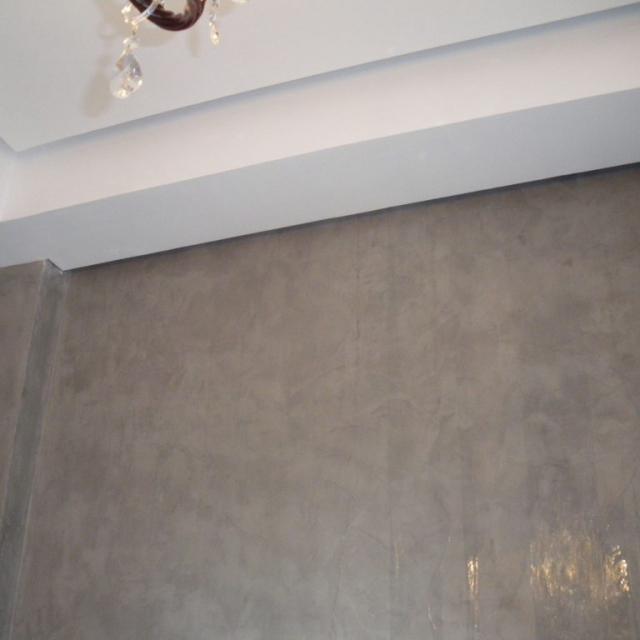 Soffitto di un hotel in microcemento