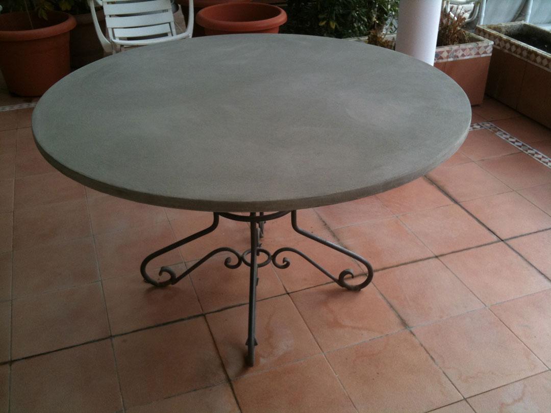 Tavolino in microcemento con gambe di ferro grigio
